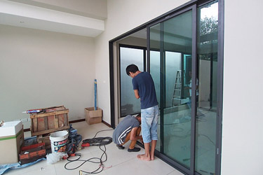 Completing the interior aluminium doors and windows
